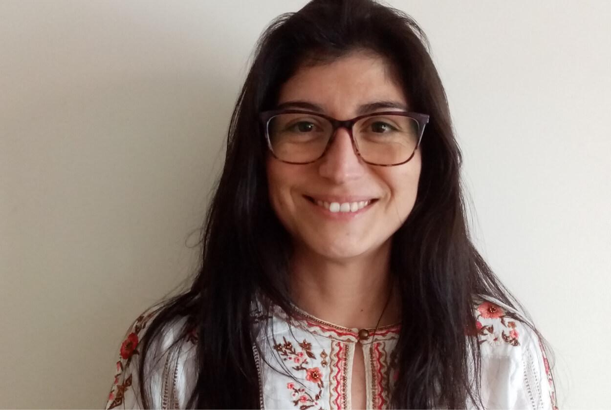 """Susana Valencia """"Lo que más rescato de mi experiencia en UAH es su visión crítica, reflexiva y democratizante de la educación, la calidad humana y profesional de los docentes""""."""